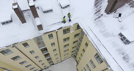 Turvaköydet kiinnitetään esimerkiksi kattosiltaan tai kattopollariin.