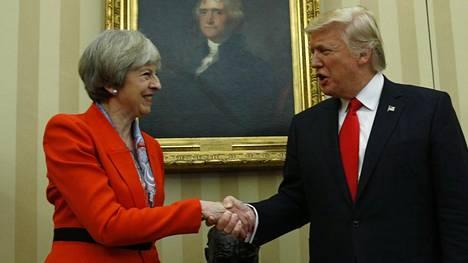 Britannian pääministeri Theresa May ja Yhdysvaltain presidentti Donald Trump vakuuttivat hyviä suhteita perjantaina.
