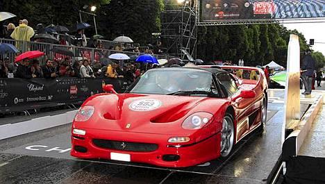 Kuvassa Ferrarin malli F50 Barchetta.