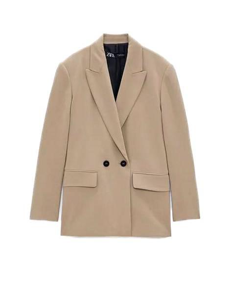 Vinkki! Ylisuuria ja maskuliinisia bleisereitä kannattaa etsiä nyt ennen kaikkea käytettynä kirpputoreilta, joissa niitä on reilusti tarjolla. Kuvan takki 49,95 €, Zara.