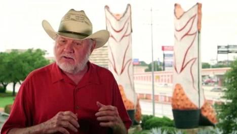 Bob Wade on maailman isoimpien buutsien veistäjä.