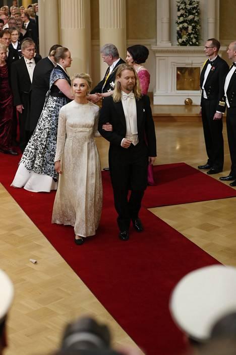 Vuoden lehtikuvaaja 2018 Touko Hujasen seuralaisen Emilia Mäenmaan tyyli vangitsi katseet.