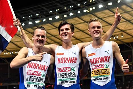 Kaikki kolme Ingebrigtsenin veljestä ovat nyt Euroopan mestareita 1500 metrillä. Jakob, 17, (kesk.) juhli EM-kultaa Berliinissä.