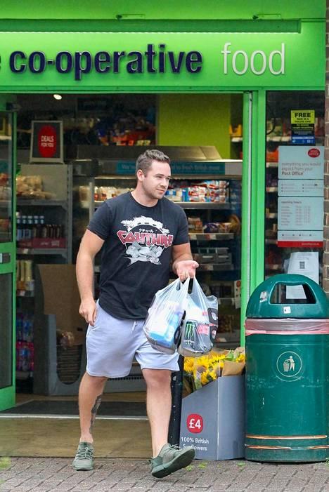 Kieran Hayler on pitänyt matalaa profiilia eroilmoituksen jälkeen. Paparazzit seurasivat miestä ruokakauppaan sunnuntaina erokohun keskellä.