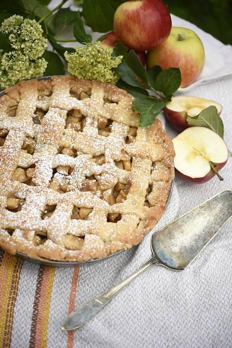 Amerikkalaistyylisessä omenapiirakassa on runsaasti omenaa, jonka maustaa fariinisokeri, kaneli ja vaniljasokeri. Sen voi tarjota vaniljakastikkeen tai jäätelön kera.