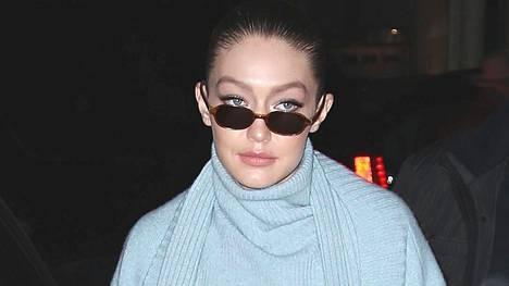 Gigi Hadid näyttää tyylistä mallia.