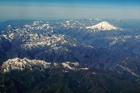 5642 metriä korkea Elbrus on Euroopan korkein vuori. Se sijaitsee Kaukasuksen vuoristossa.