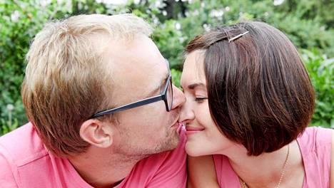 Aistittavilla hajuilla ja feromoneilla on tärkeä rooli seksuaalisen kiinnostuksen heräämisessä.
