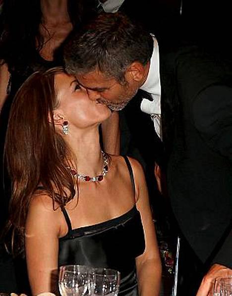 Sarah Larson sai suukon George Clooneylta Venetsiassa.