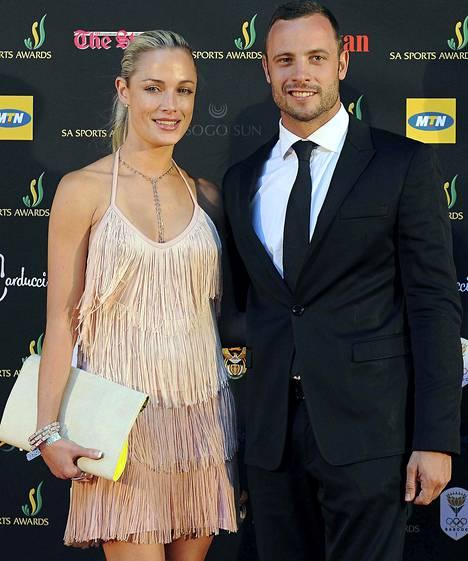 Oscar Pistorius ja Reeva Steenkamp vuonna 2012 neljä kuukautta ennen ampumatapausta.