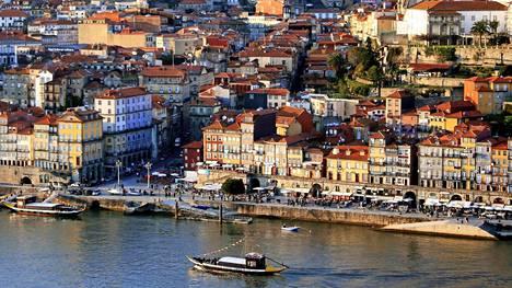 Vila Nova de Gaian  puolelta voi nähdä  Porton vanhankaupungin koko patinoituneessa komeudessaan.