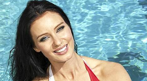 Noora Hautakangas tutustuu karavaanarielämään MTV3-kanavan uudessa kesäsarjassa.