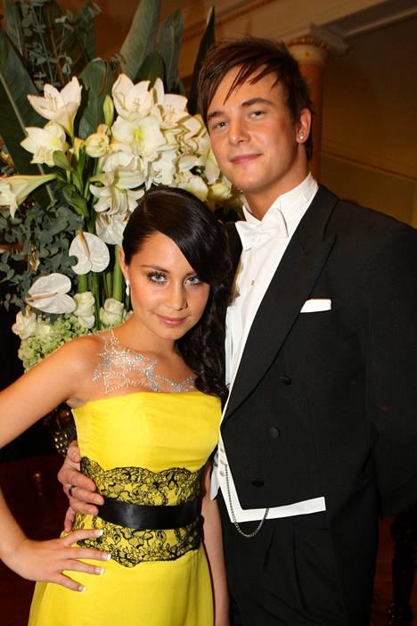 Anna Abreun pukuun ja glittertatuointiin tykästyi moni vuonna 2008.