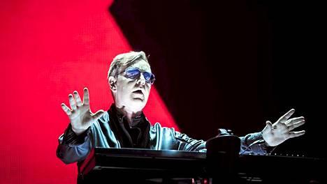 Brittiyhtye Depeche Moden kosketinsoittaja Andrew Fletcher esiintyi muun bändin kera Puskas Ferench -stadionilla Unkarissa tiistaina. 1980-luvulta saakka kasassa ollut bändi on parhaillaan The Delta Machine Tour -maailmankiertueella. Ahkera Suomen-vieras ei kuitenkaan tällä erää saavu konsertoimaan maahamme.