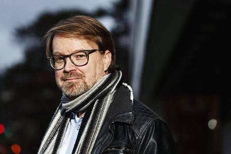 Zoonoosivirologian professori Olli Vapalahti pitää pahana, jos koronavirusmuunnokset pääsevät leviämään Suomessa. Silloin seurauksetkin ovat ikävät.