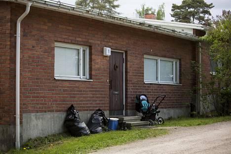 Surma tapahtui pariskunnan kotona Espoon Mankkaalla.