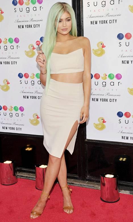 Kylie Jenner vaihtoi äskettäin hiustenväriään.