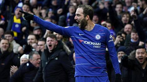 Gonzalo Higuain hurmasi heti Stamford Bridgen kotiyleisön.