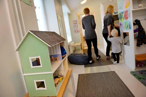 Lastentarhanopettajia haalitaan nyt jopa muuttorahan avulla.