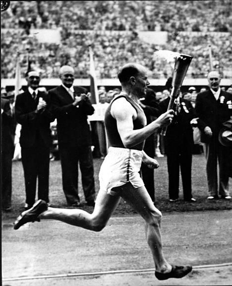 Paavo Nurmi ja olympiasoihtu 1952.