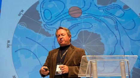 Jäävuorihankkeen puuhamies on Nick Sloane, joka on aiemmin muun muassa nostanut pinnalle Italian rannikon edustalle uponneen Costa Concordia -laivan.