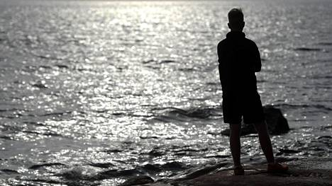 Joka viides suomalainen kokee olevansa yksinäinen. Se voi altistaa dementialle.