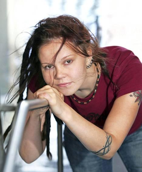 Katja Ketun esikoisteos Surunkerääjä julkaistiin 2005. Kirja sai Tiiliskivi-palkinnon.