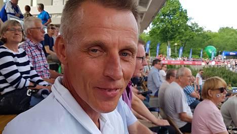 Kari-Pekka Kyrö seuraa Turussa Paavo Nurmen kisoja.