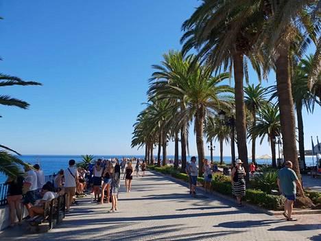 Espanjassa sijaitseva Nerja on aurinkoinen paikka.