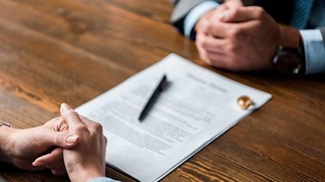 Kun periaatteet nostetaan pöydälle, avioero käy kalliiksi.