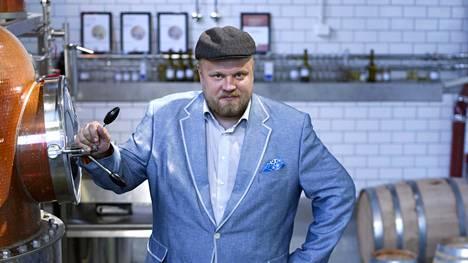 Mikko Mykkänen tislasi voittoisan ruisviskin.