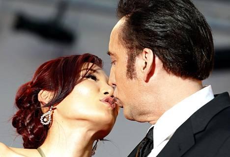Alice Kim ja Nicolas Cage rakastuivat sushiravintolassa, jossa Kim oli tarjoilijana.