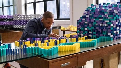 Siirappisessa jenkkidraamassa Will Smith on surun syömä toimistopomo.