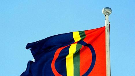 Saamelaisten asema alkuperäiskansana ja kulttuuri-itsehallinto on tunnustettu Suomen perustuslaissa.