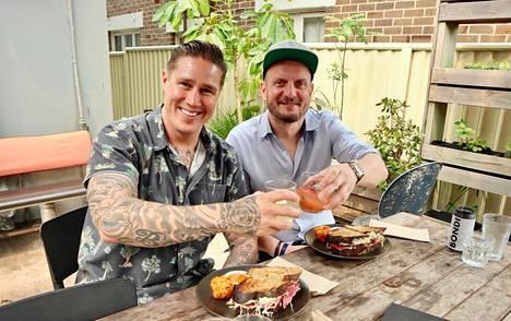 Hans Välimäki vierailee sarjassaan Tomi Björckin kotona Australiassa.
