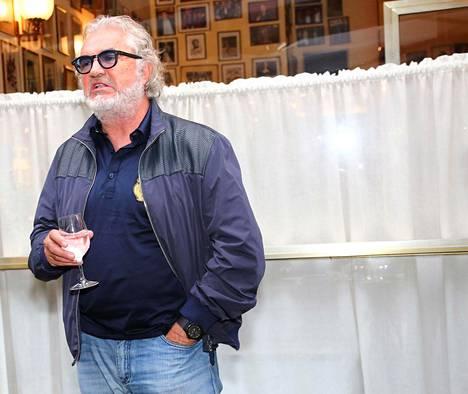 Flavio Briatore kuvattiin milanolaisen San Raffaele -sairaalan edustalla viime viikolla.