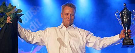 Yö-yhtyeen keulakuva Olli Lindholm palkittiin Tapsan Tahdeilla Iskelmä-Finlandialla.