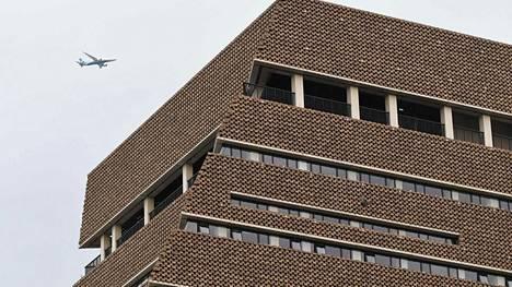Brittiteinin uskotaan heittäneen 6-vuotiaan pojan kymmenennestä kerroksesta Lontoon Tate Modern -taidemuseossa elokuussa.