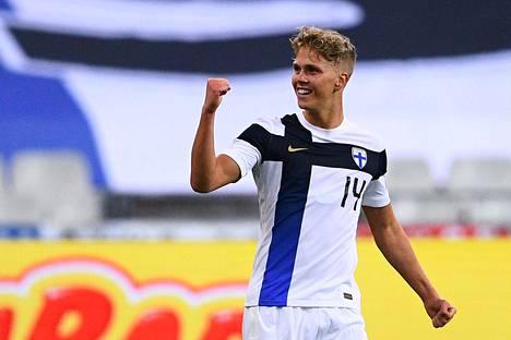 Onni Valakari vei komealla laukauksella Suomen 2–0-johtoon maajoukkuedebyytissään.