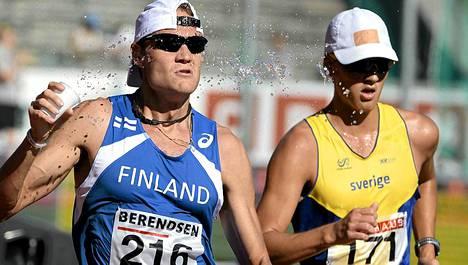 Jarkko Kinnunen toi Suomelle lajivoiton 10 000 metrin ratakävelyssä.