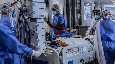 Kolumbiassa myyvariantti on aiheuttanut paljon vakavia tautitapauksia. Asiaan vaikuttaa myös se, että maan rokotuskattavuus on alhainen. Kuva on bogotalaisen sairaalan teho-osastolta.