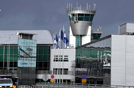 Al-Holilta tulleet saapuivat sunnuntaina Helsinki-Vantaan lentokentälle.