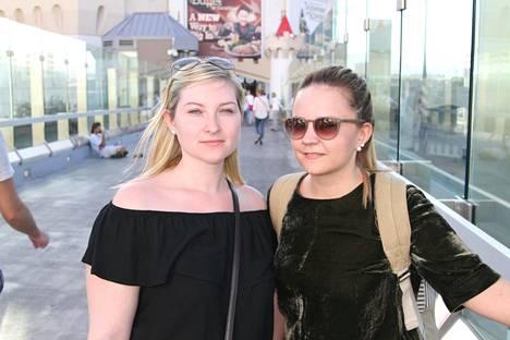 Saksalaisturistit Chantal Philippia ja Michelle Knielint saivat kuulla ampumisesta jo Frankfurtissa.