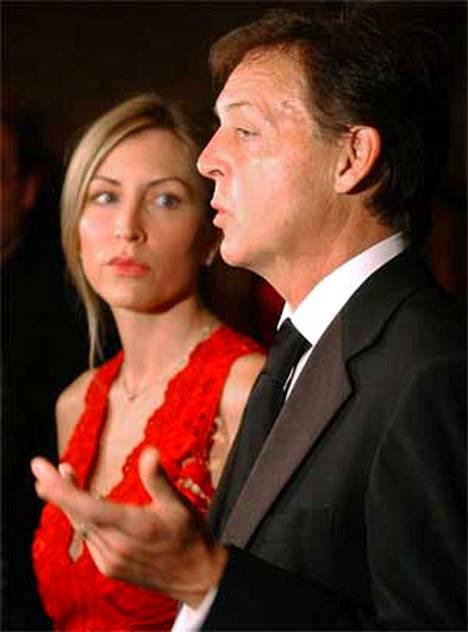 Sir Paul McCartney joutuu pulittamaan raippaasti erostaan Heather Millsistä (vas.).