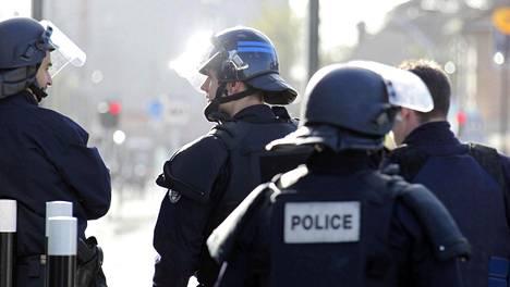 Pariisin terrori-iskujen jälkeen terroristeja etsittiin sekä Pariisista että Brysselistä.