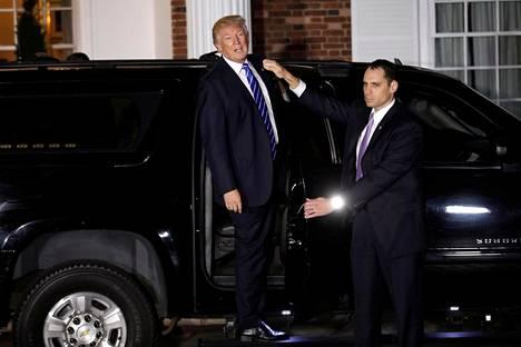 Donald Trump nousi autoonsa golfklubillaan New Jerseyssa marraskuussa. Tammikuusta lähtien hän ajelee uudella Cadillac Onella.