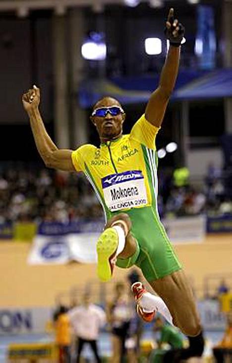 Godfrey Mokoena nappasi MM-hallikultaa miesten pituudessa.