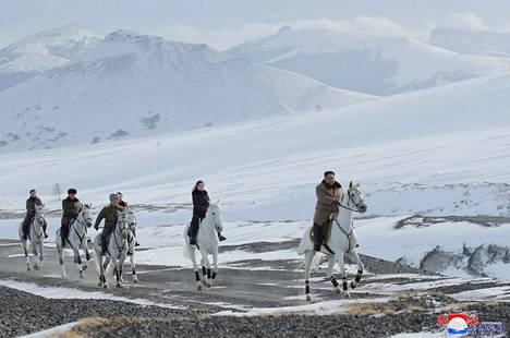 Lumisia maisemia lähellä Paektu-vuorta, joka sijaitsee Pohjois-Korean ja Venäjän rajan tuntumassa.