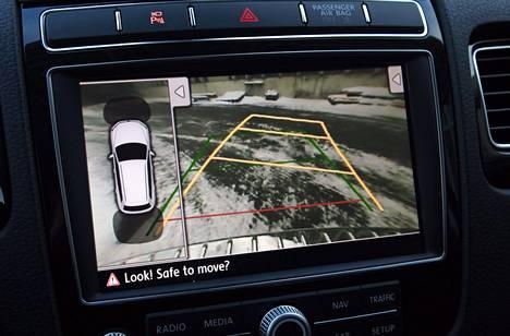 Parkkikamera on isossa ja melko pyöreäkorisessa autossa huomattavan hyödyllinen varuste.
