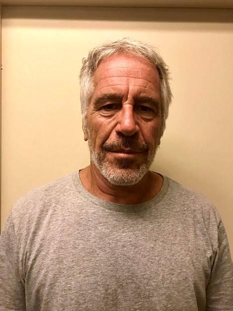 Jeffrey Epsteiniä epäiltiin seksikaupan pyörittämiseksi. Syyttäjien mukaan Epsteinin nuorin uhri oli 14-vuotias.